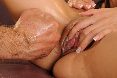 Betty is stuffing a monster dild and got fisted
