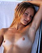 Teenager loves masturbating during her sensual vacation