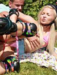 Rollerskating teenie blonde gets fucked in a public park