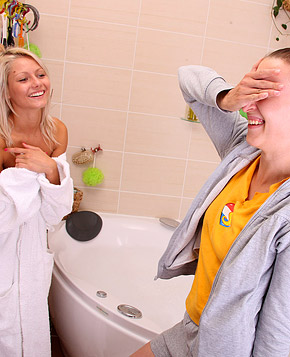 Two teen lesbians love taking a hot horny bath together