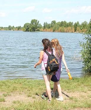 Two lesbian hotties enjoy rubbing each others damp cunt