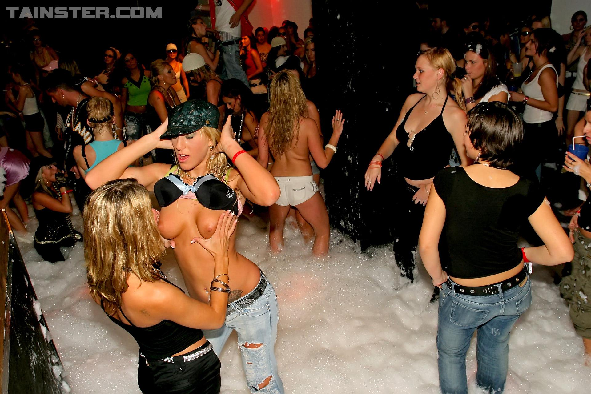 Свингеры клуб фото с вечеринок 2 фотография