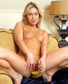 Chick inserting a massive banana in her tight wet cooch