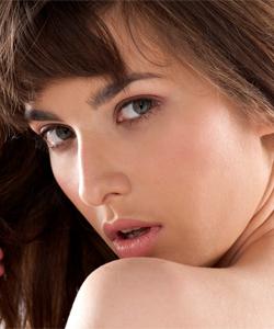 Marta, wonderful estonian girl student in Paris: strip-tease !