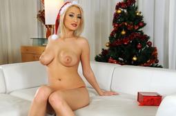 Bigtitted blonde posing n stuffin her santa dildo