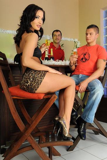 Brunette Bailees a real double penetration fanatic
