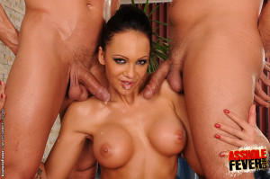 Topmodell Regina Moon anal fucked by two guys