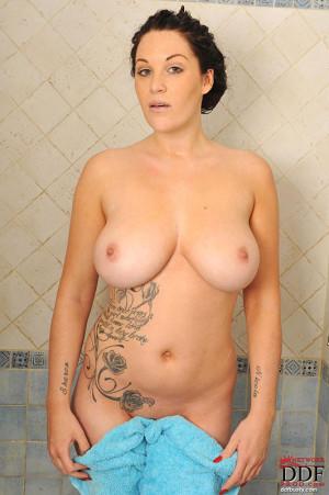Tattooed babe with humongous tetas!