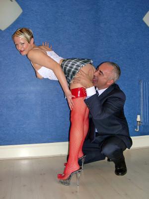 Blonde British street slut enjoys two stiffy cocks at once