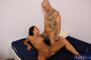 Victoria Blaze & Derrick Pierce in My Wife´s Hot Friend – Naughty America