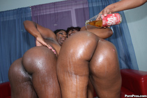 Phylisha & Luxury – Black whores getting the monster bubble asses fucked hard