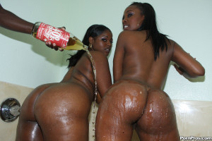 Tony & Stacy – Two phat black whores getting a massive schlong up their bubble butts!