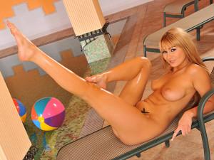 21Sextury Network – Footsie Babes – Antonyas lusty legs