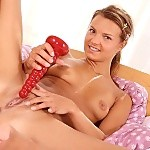 Young cutie nudes and plunges ribbed dildo into bald snatch