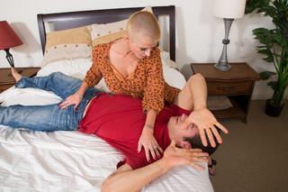 Joslyn James & Giovanni Francesco in My Friend´s Hot Mom - Naughty America