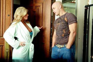 Kristal Summers & Derrick Pierce in My Friend´s Hot Mom - Naughty America