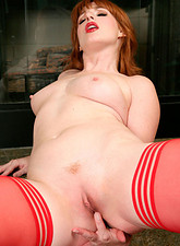 Amber Dawn  Pin up cougar Amber Dawn finger fucks her sweet pussy until she cums