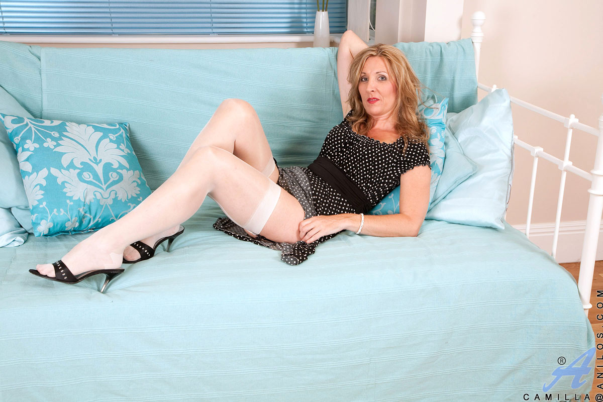 Camilla anilos mature legs