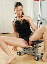 Sexy Anilos cougar Pepper gets horny during her workout and decides to satisfy her pussy with her fingers