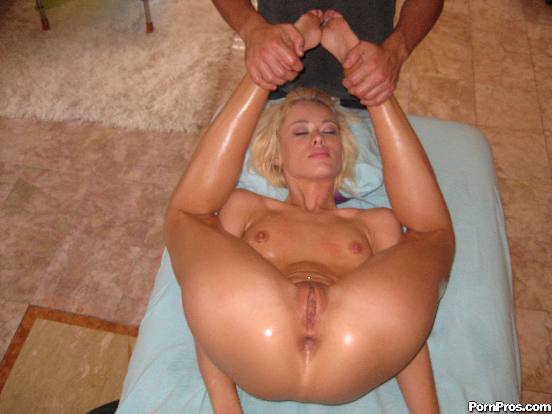 Эротический массаж крупным планом 5 фотография