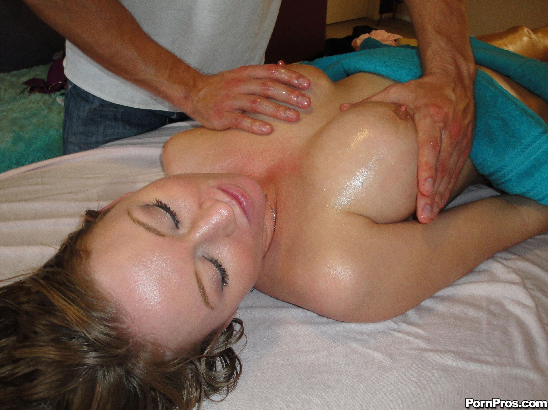 Трансексуал делает массаж 24 фотография