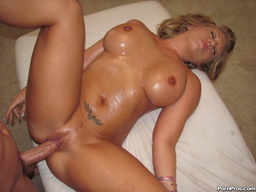 Curvy latina nude babes