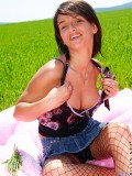 Sizzling teen amateur Kinzie loves to tickle her juicy snatch on a hot sunny day