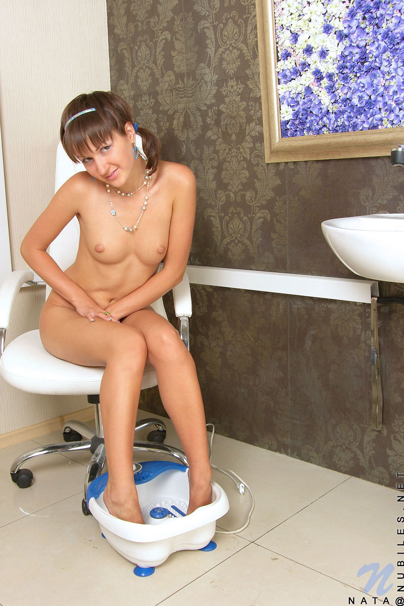 Barely legal teen shows herself after shower 7
