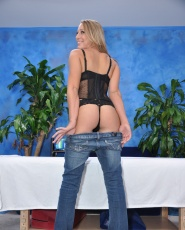 Sexy 18 year old Lizzy gives more than just a massage
