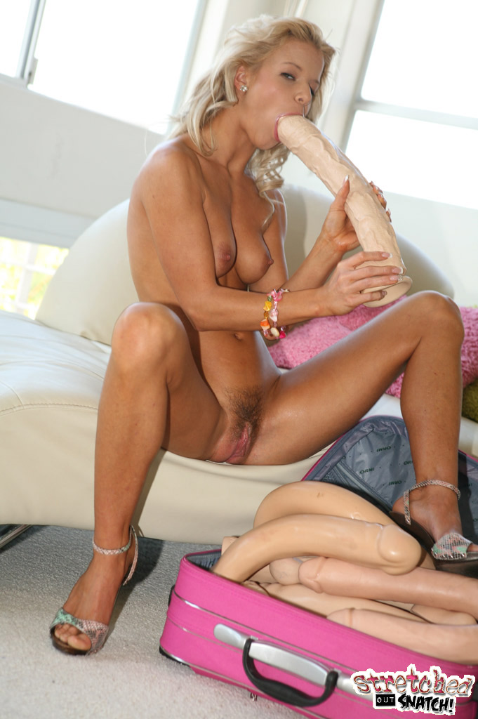image Babes kiss me right there starring macy cartel and zoey pa