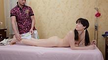 Brunette hottie enjoys pussy massage
