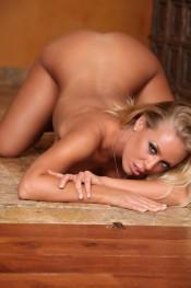 Nicole Aniston Spreading her pussy!